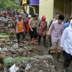 Sampah & Lumpur Memenuhi Permukiman, Kerugian Akibat Banjir Bima Rp913 Miliar