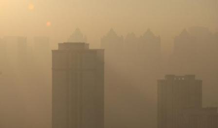 Polusi udara Tiongkok, Sabtu (17/12/2016). (Reuters)