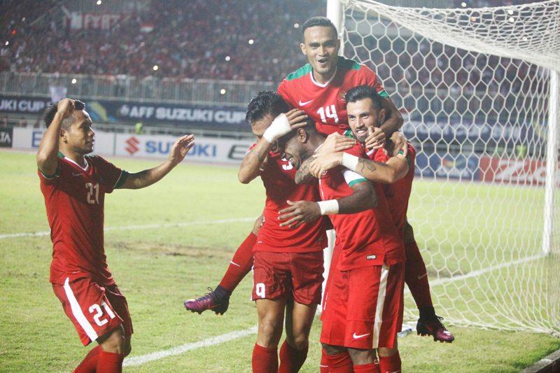 Para pemain Timnas Indonesia merayakan gol (Okezone)