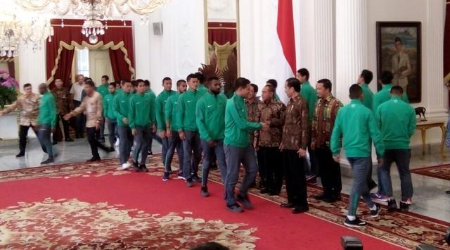 Skuat Timnas Indonesia saat menghadap Presiden Joko Widodo (Liputan6.com)