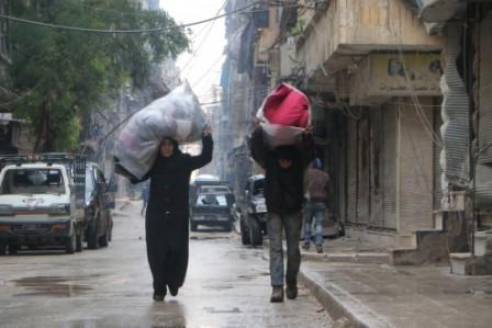 Warga Aleppo hendak mengungsi (Buzzfeed.com)