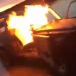 Rich Kid London memperlihatkan video mobil Mercedez Benz seharga Rp1,5 Miliar dibakar. (Istimewa/Instagram)