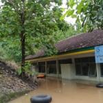 Kondisi SMPN 3 Saptosari Gunungkidul, Jumat (2/12/2016) yang terendam banjir. (Bhekti Suryani/JIBI/Harian Jogja)