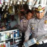 Anggota Polres Madiun Kota melakukan sosialisasi ke bengkel yang menjual knalpot brong, Rabu (21/12/2016). (Abdul Jalil/JIBI/Madiunpos.com)