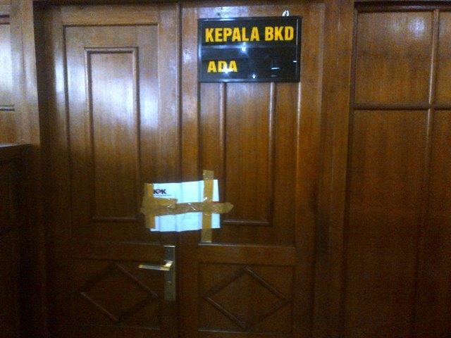 Ruang Kepala Badan Kepegawaian Daerah (BKD) Klaten disegel oleh Komisi Pemberantasan Korupsi (KPK), Jumat (30/12/2016). (Taufiq Sidik Prakoso/JIBI/Solopos)