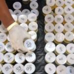 Petugas Badan Narkotika Nasional (BNN) Provinsi Jateng menata sampel urine saat pemeriksaan di Kudus, Jawa Tengah (Jateng), Selasa (27/12/2016). (JIBI/Solopos/Antara/Yusuf Nugroho)