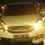 KECELAKAAN DEMAK : Jalan Licin dan Gelap, Minibus Tabrak Pembatas Jalan