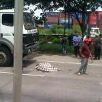 KECELAKAAN SEMARANG : Motor Terpeleset Pasir, Bocah Tewas Tertabrak Truk