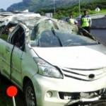 KECELAKAAN SEMARANG : Sopir Diduga Ngantuk, MPV Terjungkal di Tol Bawen-Semarang
