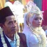 Maman, warga Desa Bandengan, Kecamatan Kendal, Kabupaten Kendal, Jateng, Selasa (20/12/2016), menikahi seorang wanita warga Demak yang dari fotonya tampak jauh lebih muda darinya. (Facebook.com-Raden Firdaus Junior)