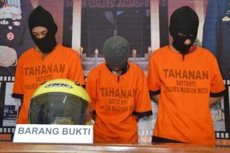 Tiga pelaku pengeroyokan ditahan di Mapolres Madiun Kota, Selasa (20/12/2016). (Madiunpos.com/JIBI/Istimewa)