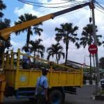 LALU LINTAS SOLO : Dishubkominfo Ambil Alih Perbaikan Kabel Membahayakan di Purwosari