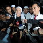 DUGAAN MAKAR : Ratna Sarumpaet Minta Penghentian Penyidikan