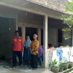 Rumah terduga teroris, Sunarto, 26, warga Kampung Tempel RT 005/RW 007, Banyuanyar, Banjarsari, Solo, didatangi banyak warga, Kamis (15/12/2016). (Muhammad Ismail/JIBI/Solopos)