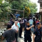 Tim Densus 88 Antiteror menggeledah rumah terduga teroris di Kampung Sewu RT 001/RW 007, Sewu, Jebres, Solo, Minggu (18/12/2016). (Muhammad Ismail/JIBI/Solopos)
