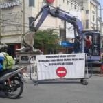 PENATAAN KOTA SOLO : Tugu Singosaren Peninggalan Wali Kota Hartomo Dibongkar