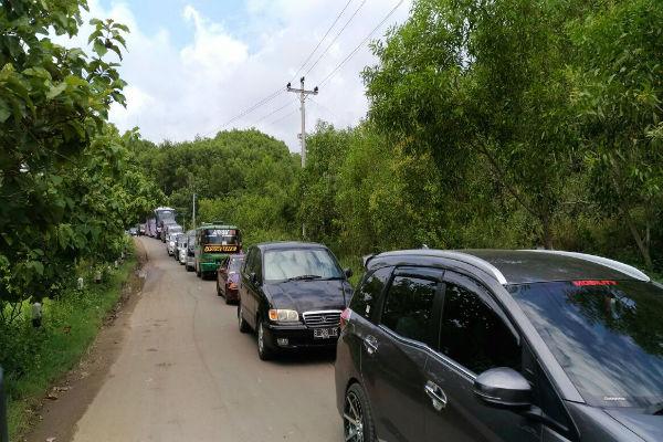 Kemacetan parah terjadi di jalan menuju Pantai Gunungkidul. Adapun lebar jalan hanya lima meter. (Bhekti Suryani/JIBI/Harian Jogja)