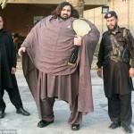 Arbab Khizer Hayat manusia seberat 400 kg lebih (Caters News Agency)