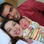 Cinar bersama ayah dan ibunya (Boredpanda)