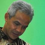 Gubernur Jateng Jenguk Pasien Lumpuh setelah Imunisasi MR