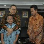 Jeffry dirangkul Ketua MPR RI, Zulkifli Hasan (Istimewa/Twitter)