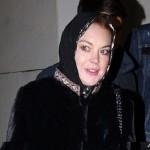 """Mau Terbang ke New York, Lindsay Lohan """"Dipaksa"""" Lepas Jilbab"""