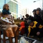 Patung wanita penghibur di Busan, Korea Selatan (Reuters)