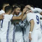 Para pemain Real Madrid merayakan gol. (Reuters / Toru Hanai)