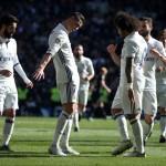 Para pemain Real Madrid merayakan gol. (REUTERS/Juan Medina)