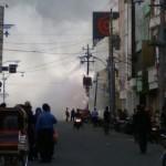 Foto-Foto Suasana Saat Trafo Singosaren Solo Meledak, Warga Berhamburan