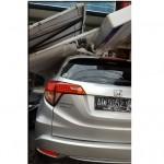 ANGIN KENCANG SOLO : Baliho di Jl. Yosodipuro Roboh  Timpa 1 Mobil dan 2 Motor