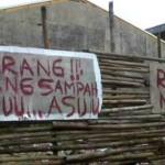 Papan peringatan dilarang membuang sampah pada sebidang tanah di Jl. Tlogo Putri IV, Tlogosari, Pedurungan, Kota Semarang, Jateng. (Facebook.com-Sulis Tiono)