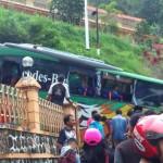 KECELAKAAN MAGETAN : Bus Pariwisata Tabrak Hotel di Sarangan, 11 Wisatawan Terluka