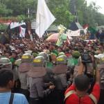 DEMO WARGA : Massa Penolak Pabrik Semen dan Petani Tembakau Bentrok
