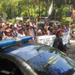 Para petani tembakau menggelar demo di depan Kantor Gubernur Jateng, Semarang, Senin (9/1/2017). (Imam Yuda Saputra/JIBI/Semarangpos.com)