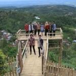 WISATA KARANGANYAR : Duta Wisata Lenggak-Lenggok di Jembatan Setinggi 1.500 Mdpl