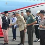 AGENDA PRESIDEN : Ganjar Unggah Foto Bersama Jokowi, Netizen Fokus ke Sarung