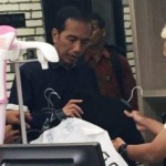 AGENDA PRESIDEN : Belanja Baju di Solo Square, Ini Alasan Jokowi Pilih Warna Biru…