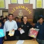 Polresta Solo merilis pelaku dan barang bukti kasus perjudian ceki dan kartu domino, Selasa (10/1/2017). (Muhammad Ismail/JIBI/Solopos)