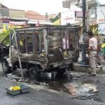 KEBAKARAN MADIUN : Bawa Pertalite 90 Liter, Mobil Boks Terbakar di Perempatan Tugu