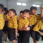 TAHUN BARU IMLEK : Jelang Tahun Baru China, Siswa SD di Semarang Dapat Kue Keranjang