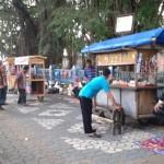 HAUL HABIB ALI SOLO : Puluhan PKL Nekat Berjualan di City Walk Jl. Pakubuwono