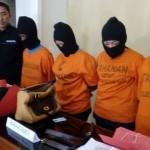 Empat tersangka penggelapan di salah satu persewaan kamera di Kota Madiun ditahan di Mapolres Madiun Kota, Selasa (17/1/2017). (Abdul Jalil/JIBI/Madiunpos.com)