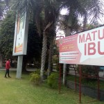Baliho berisi informasi tentang layanan Matur Ibu terpasang di Pendapa Pemerintah Kabupaten (Pemkab) Klaten. Foto diambil Sabtu (7/1/2017). (Ponco Suseno/JIBI/Solopos)