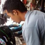DEMAM TELOLET : Klakson Telolet di Pasar Klithikan Solo Laris Manis