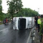 KECELAKAAN KULONPROGO : Truk Pengangkut Lele Terguling di Jalan Jogja-Wates