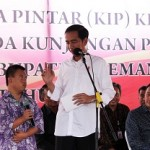 "Choky Sitohang Ambil Hadiah Sepeda ""Kuis Ikan Jokowi"" di Istana"