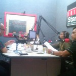 Kepala Kantor Perwakilan Bank Indonesia (BI) DIY Budi Hanoto (kiri) berbincang-bincang bersama Pemred Harian Jogja, Anton Wahyu Prihartono (kanan) dalam acara The Captain di Radio Star Jogja FM, Senin (6/2/2017). (Sunartono/JIBI/Harian Jogja)
