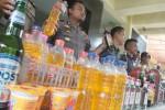 Ratusan botol miras yang diamankan Polres Bantul sepanjang Desember 2016-Januari 2017 digelar di halaman Polres Bantul, Rabu (8/2/2017) siang. (Arief Junianto/JIBI/Harian Jogja)