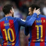 Dua striker Barcelona, Lionel Messi dan Neymar Jr. saat pertandingan kontra Athletic Bilbao, Sabtu (4/2/2017). (JIBI/Reuters/Albert Gea)